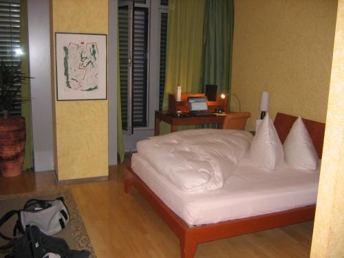 frankfurthotelroom.jpg